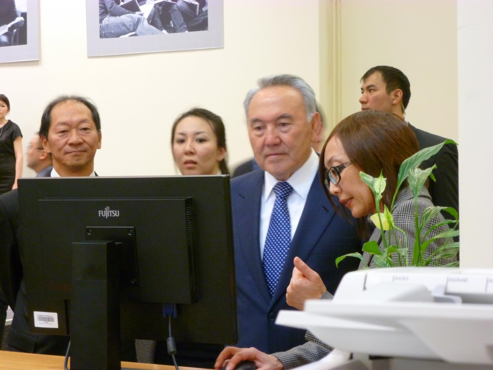 Nursultan Nazarbayev in the library