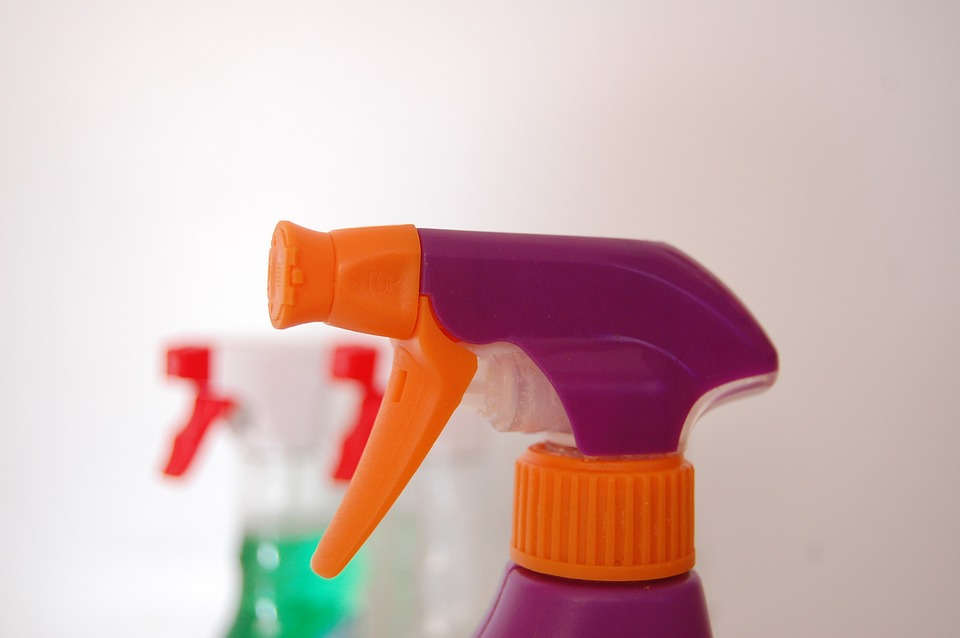 cleaning spray bottles
