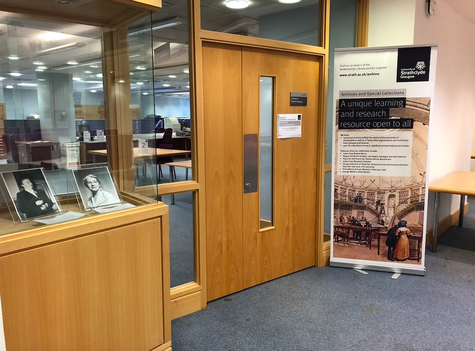 Archives and Special Collections reading room entrance