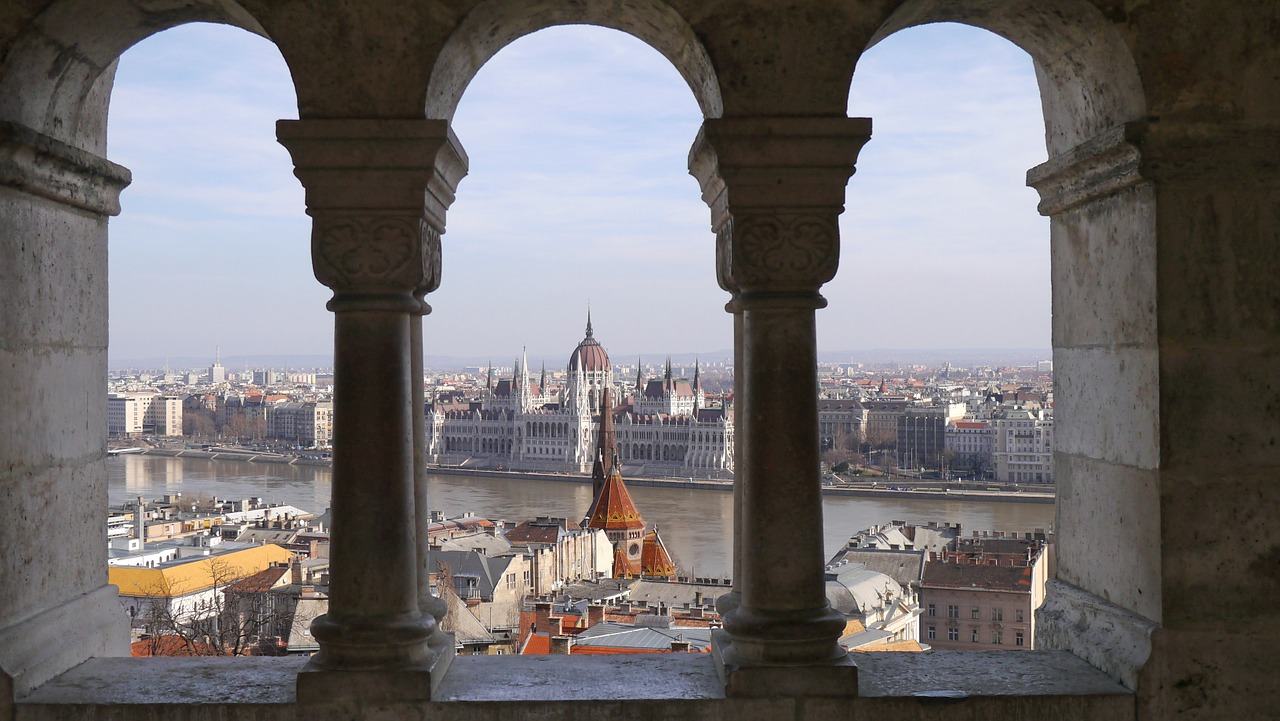 Photograph of the Hungarian Parliament building in Budapest
