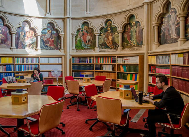 A photograph of the circular space called the Apse, at the back of the Main Reading Room.