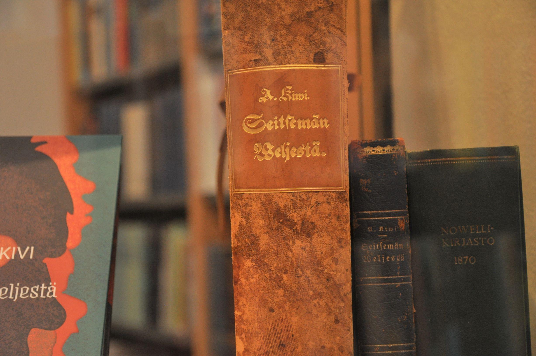 SKS:n kirjaston näyttely Seitsemästä veljeksestä