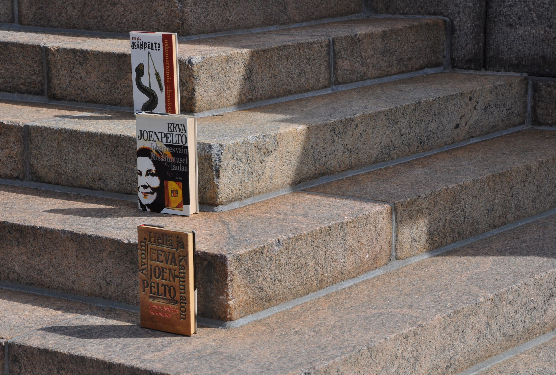 Joenpellon romaaneja portailla