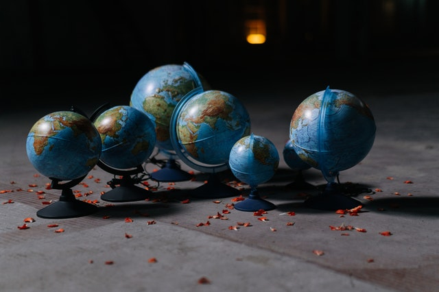 Globes of different sizes of planet Earth