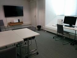 Valvomo eli huone, jossa sijaitsevat kulttuuriaineistojen työasemat.