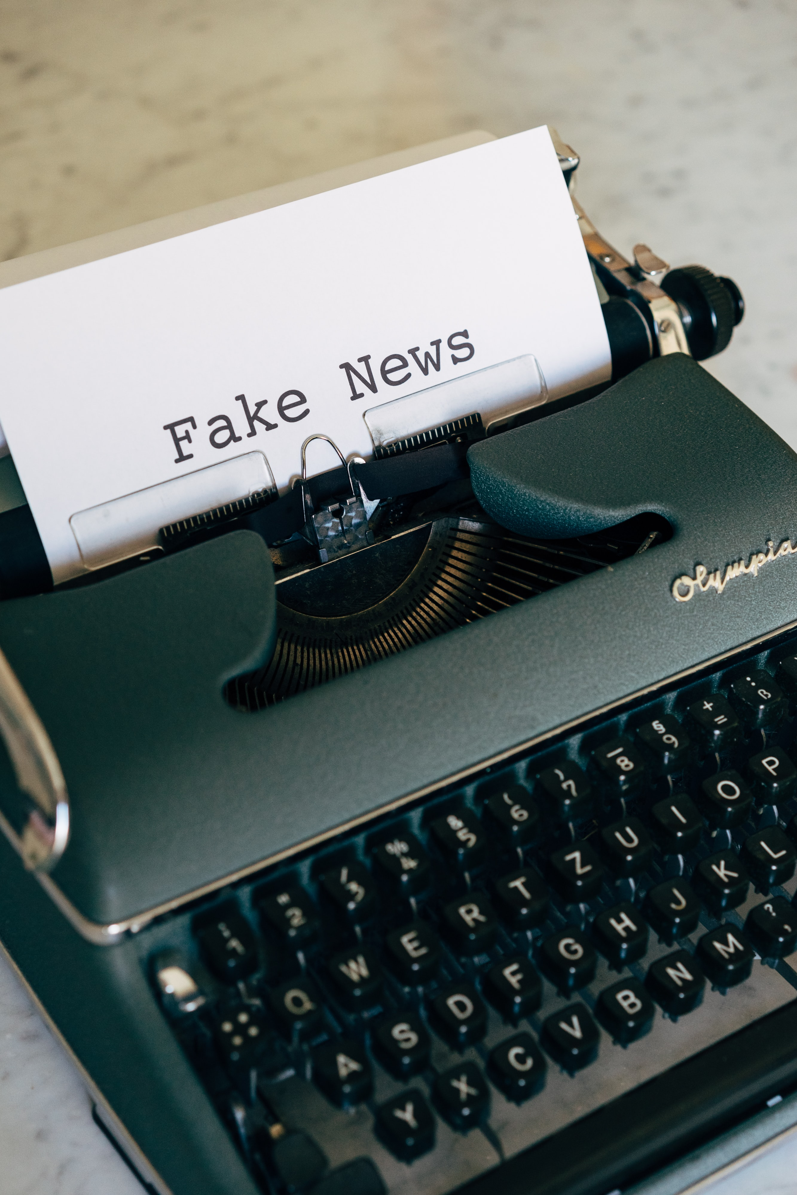 Typewriter typing 'fake news'