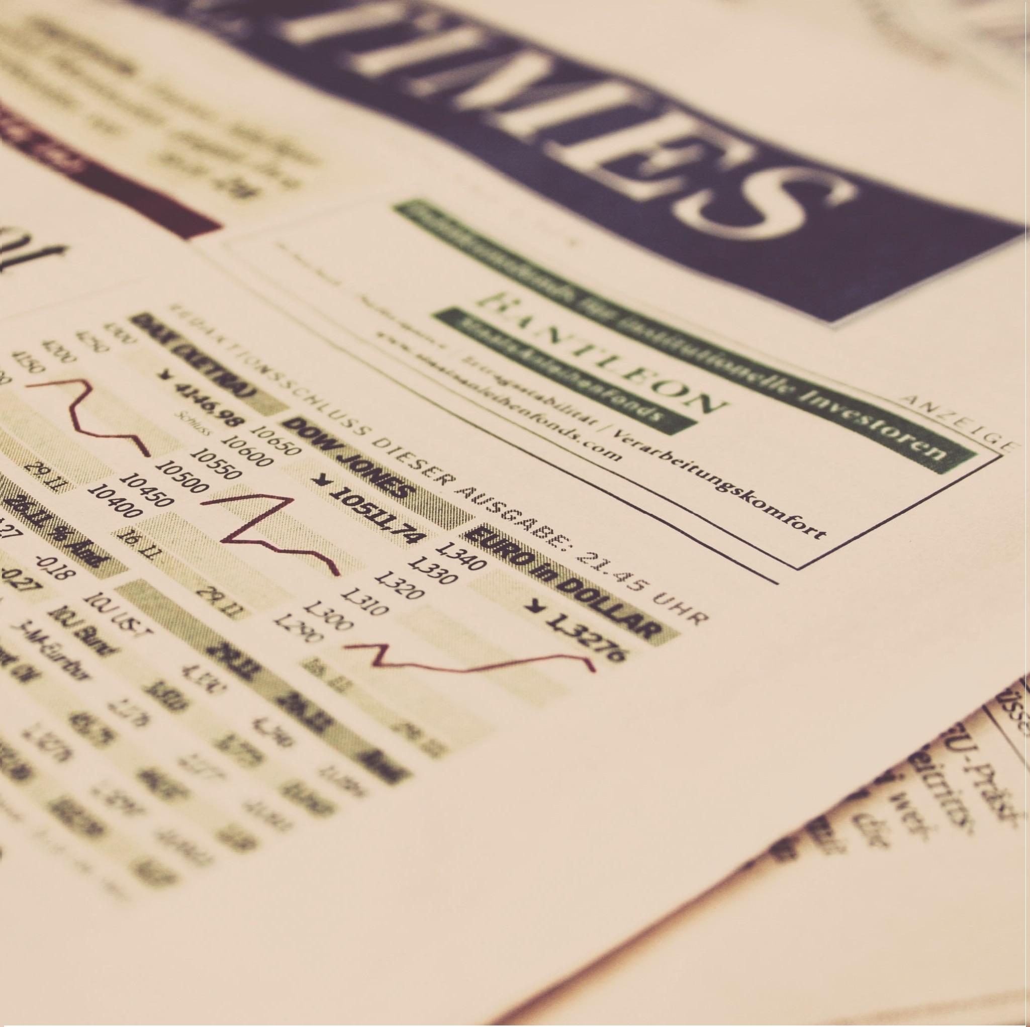 Primera página de periódico financiero