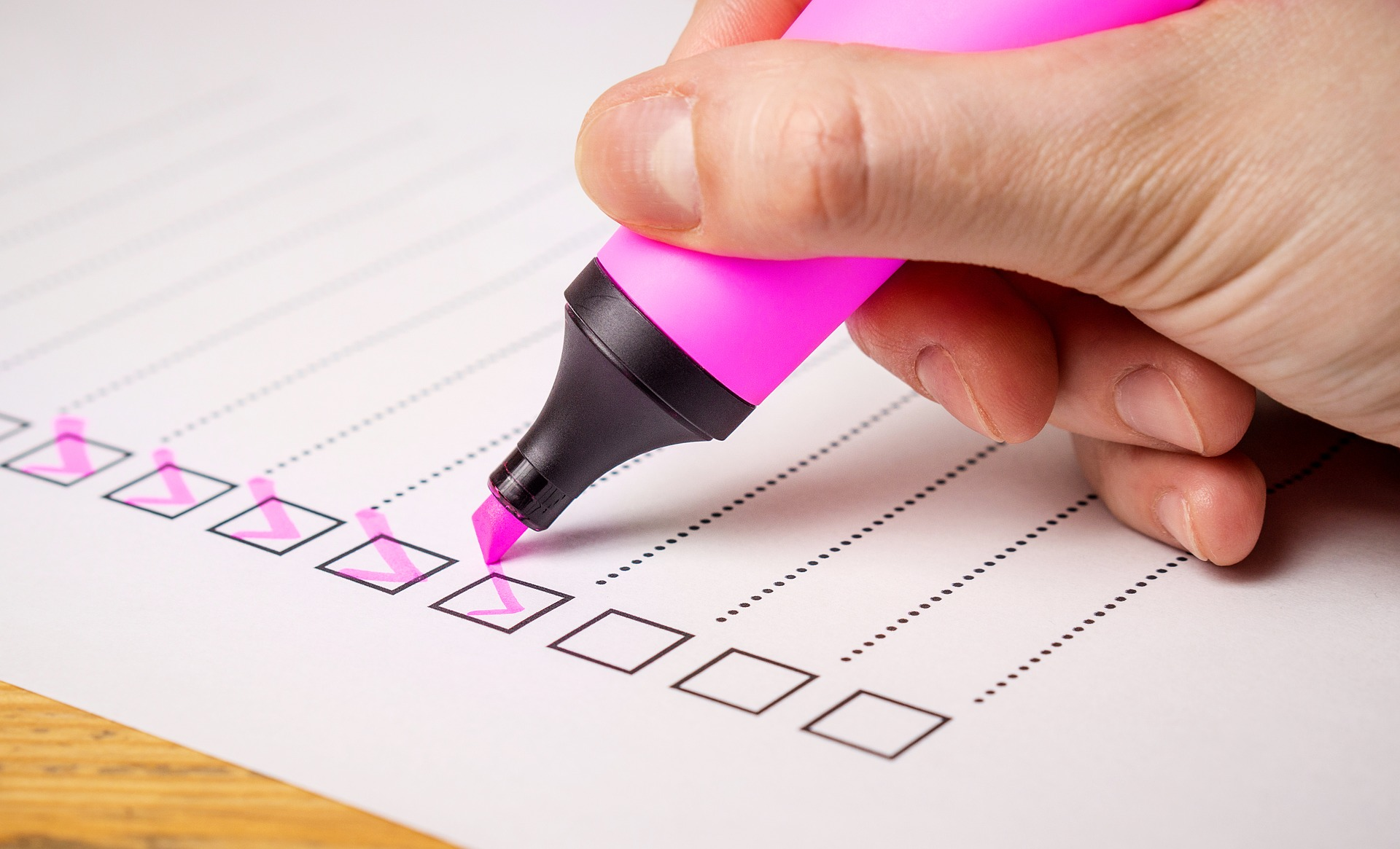pink pen with checklist picture