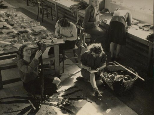 Dr Knight and her students in August 1942