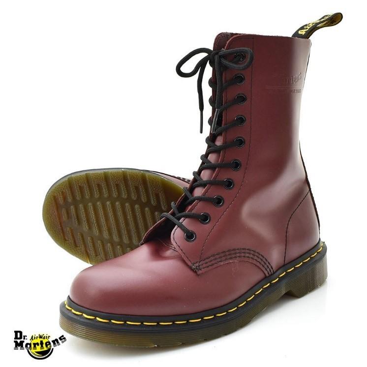 Doctor Marten boot in cherry red