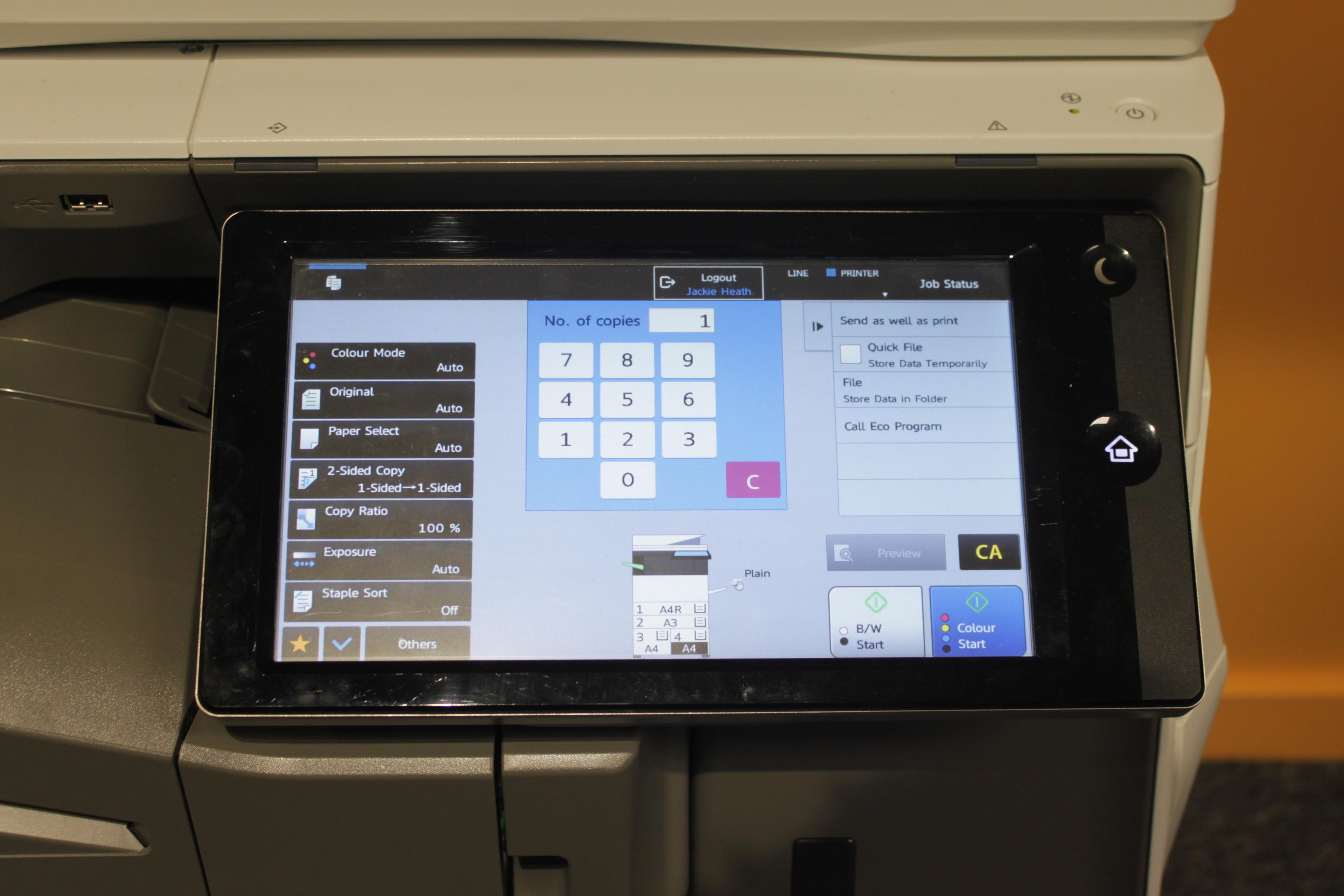 Image of the photocopying screen, with the various options and 'start' buttons.
