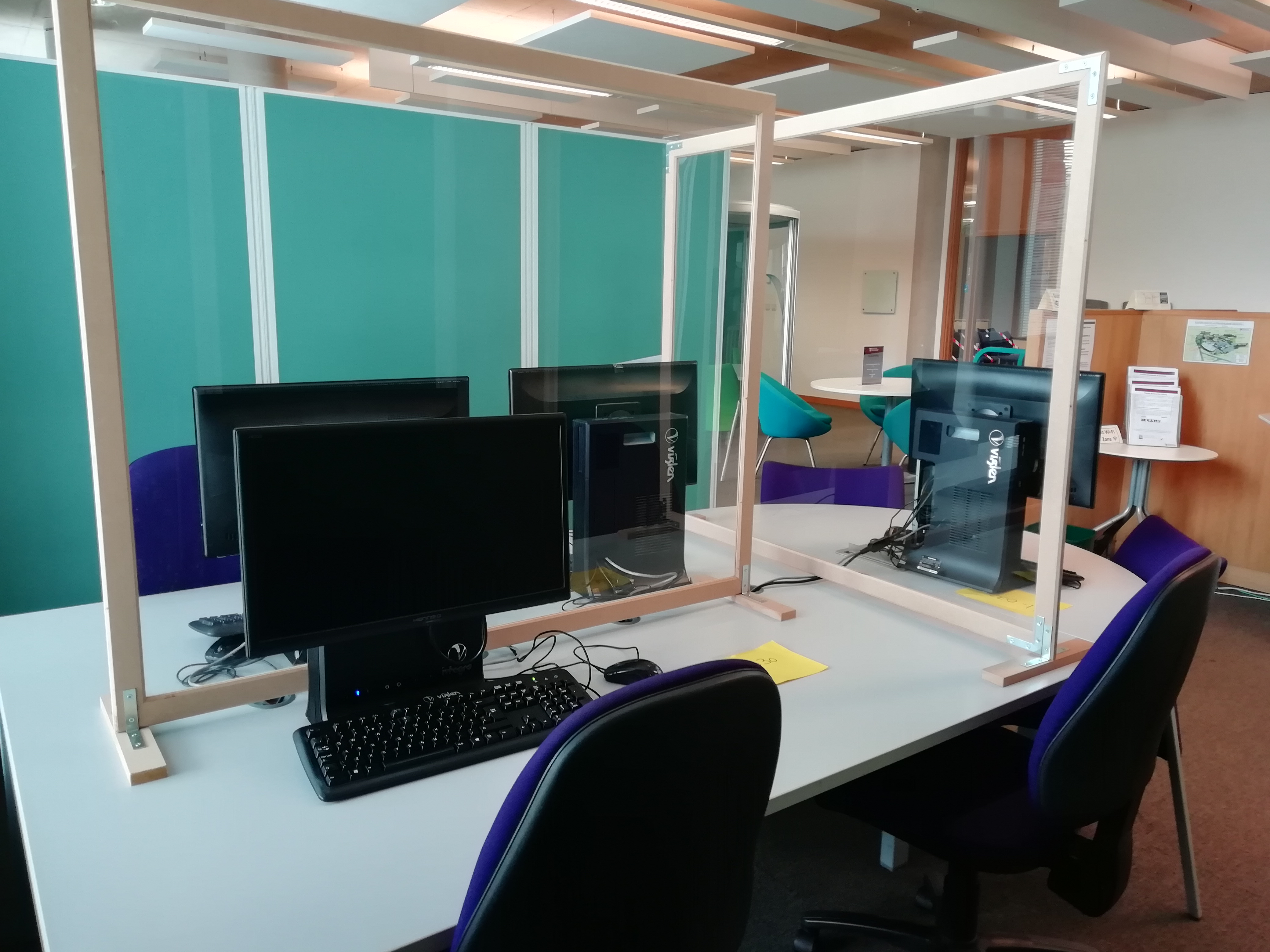 An example of a bookable study space with a PC